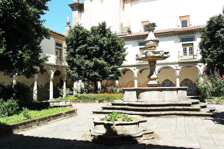 la-coutch-blog-voyage-portugal-lieu-le-plus-plaisible-monastere-sao-martinho-de-tibaes-braga15