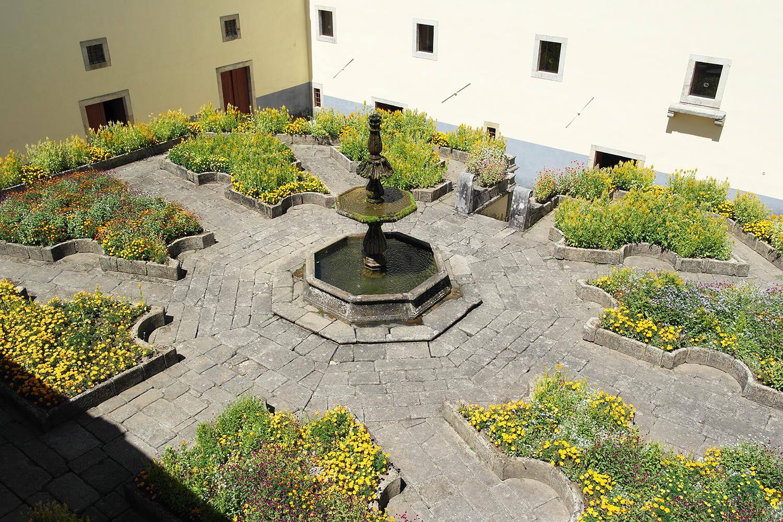 la-coutch-blog-voyage-portugal-lieu-le-plus-plaisible-monastere-sao-martinho-de-tibaes-braga8